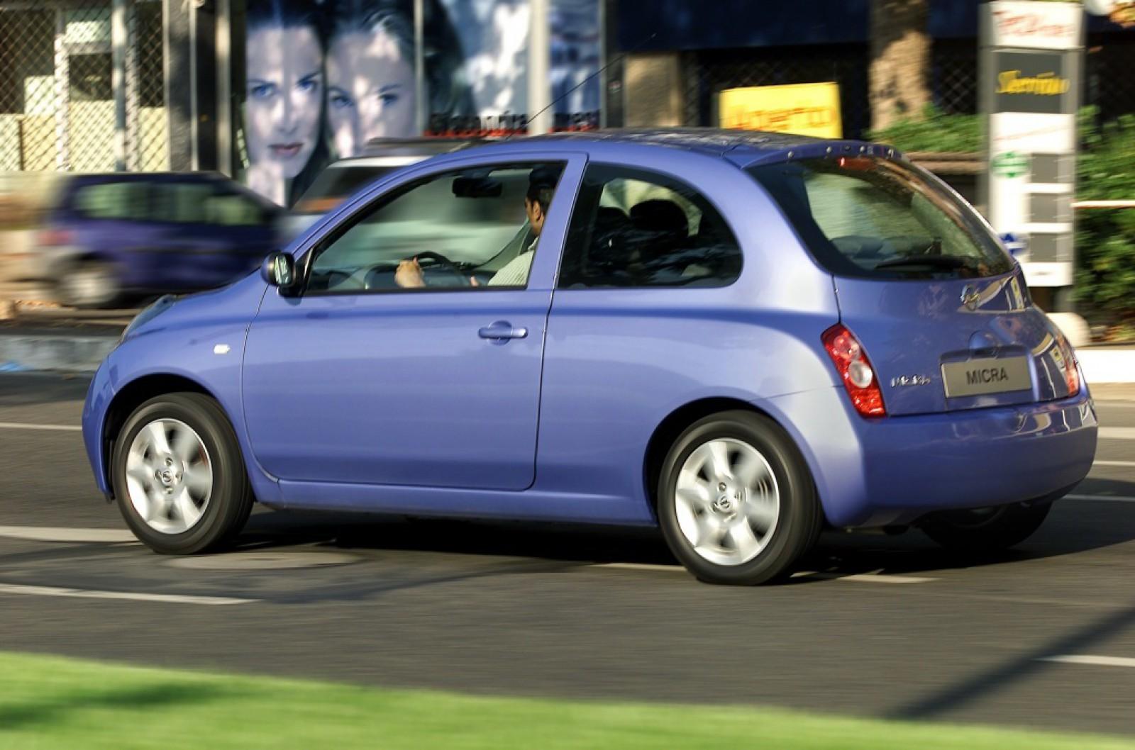 (foto) Standarde moldoveneşti. Nissan s-ar uimi dacă ar vedea ce transportă un şofer într-un Micra