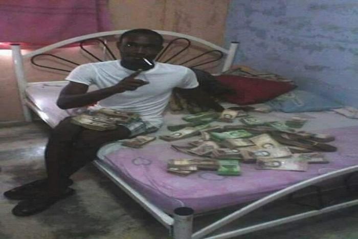 (foto) Un bărbat care a furat 28 de mln $ de la traficanții de droguri a postat o fotografie pe o rețea de socializare. Vezi ce a urmat cu acesta