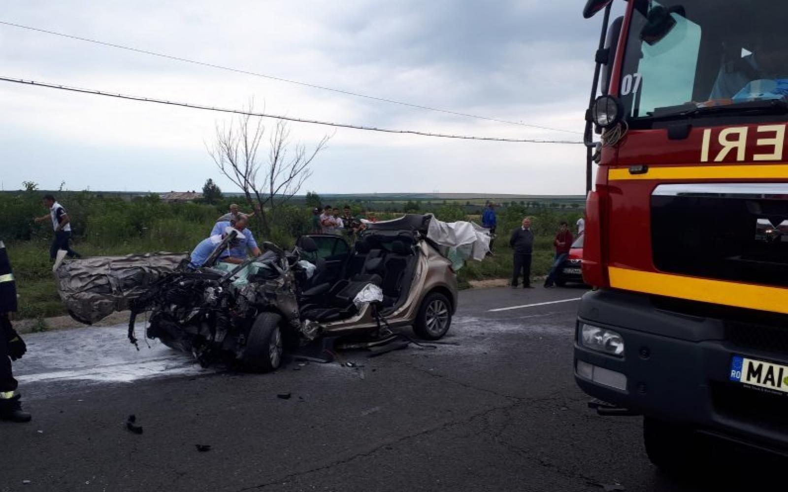 (foto/video) Accident grav cu implicarea unui autocar cu 14 moldoveni s-a produs în România. În urma impactului, vicepreședintele PMP, Emanuel Mitric, a decedat