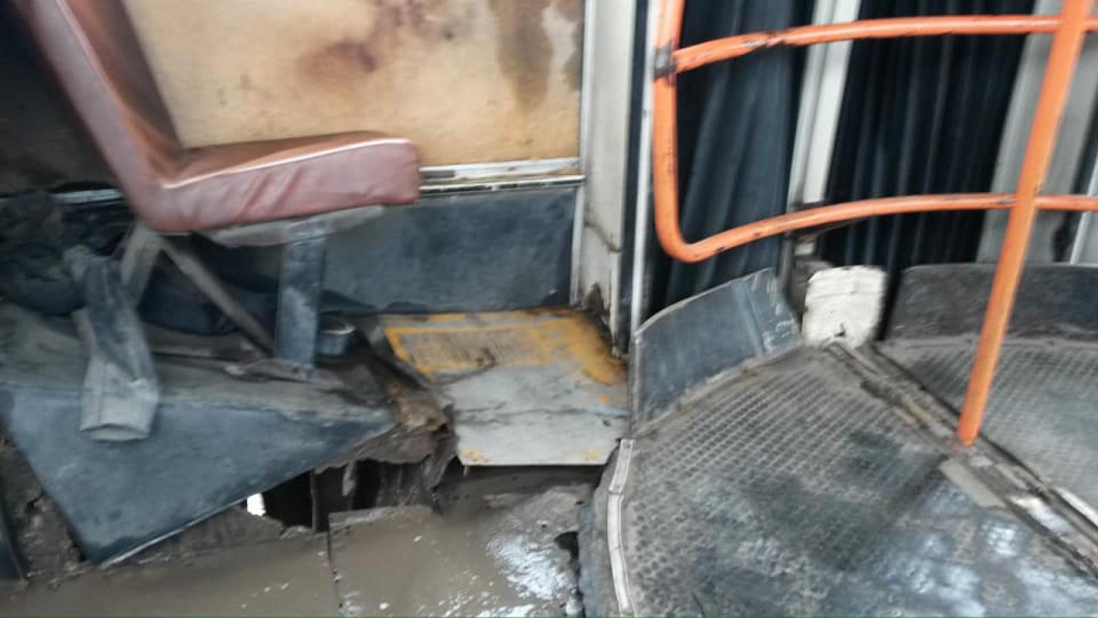 (foto/video) Imagini groaznice din autobuzul de pe ruta nr.46. Condițiile insuportabile în care sunt transportați pasagerii
