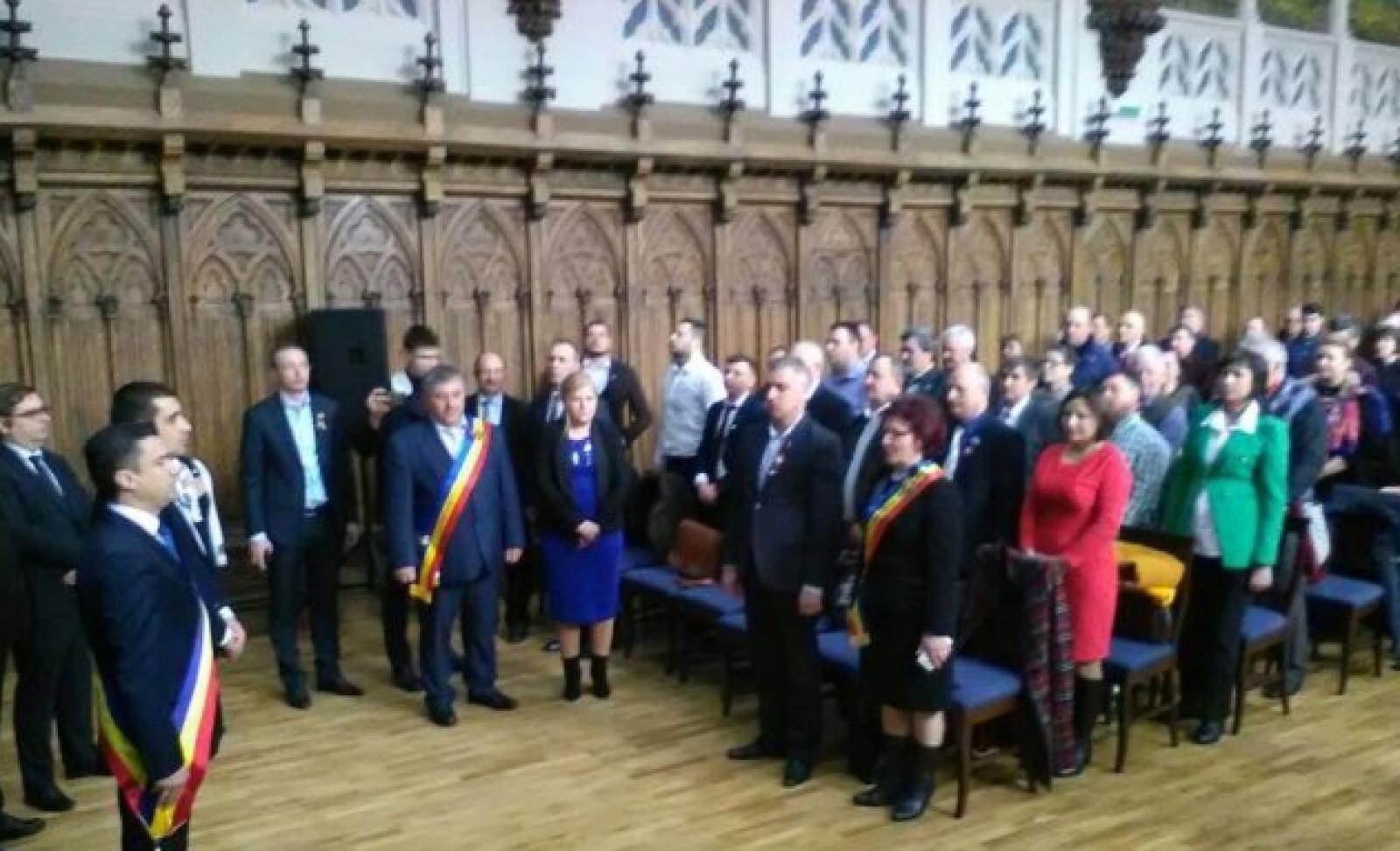 (foto/video) Peste 100 de primari din Moldova şi România semnează la Iaşi o declaraţie de Unire