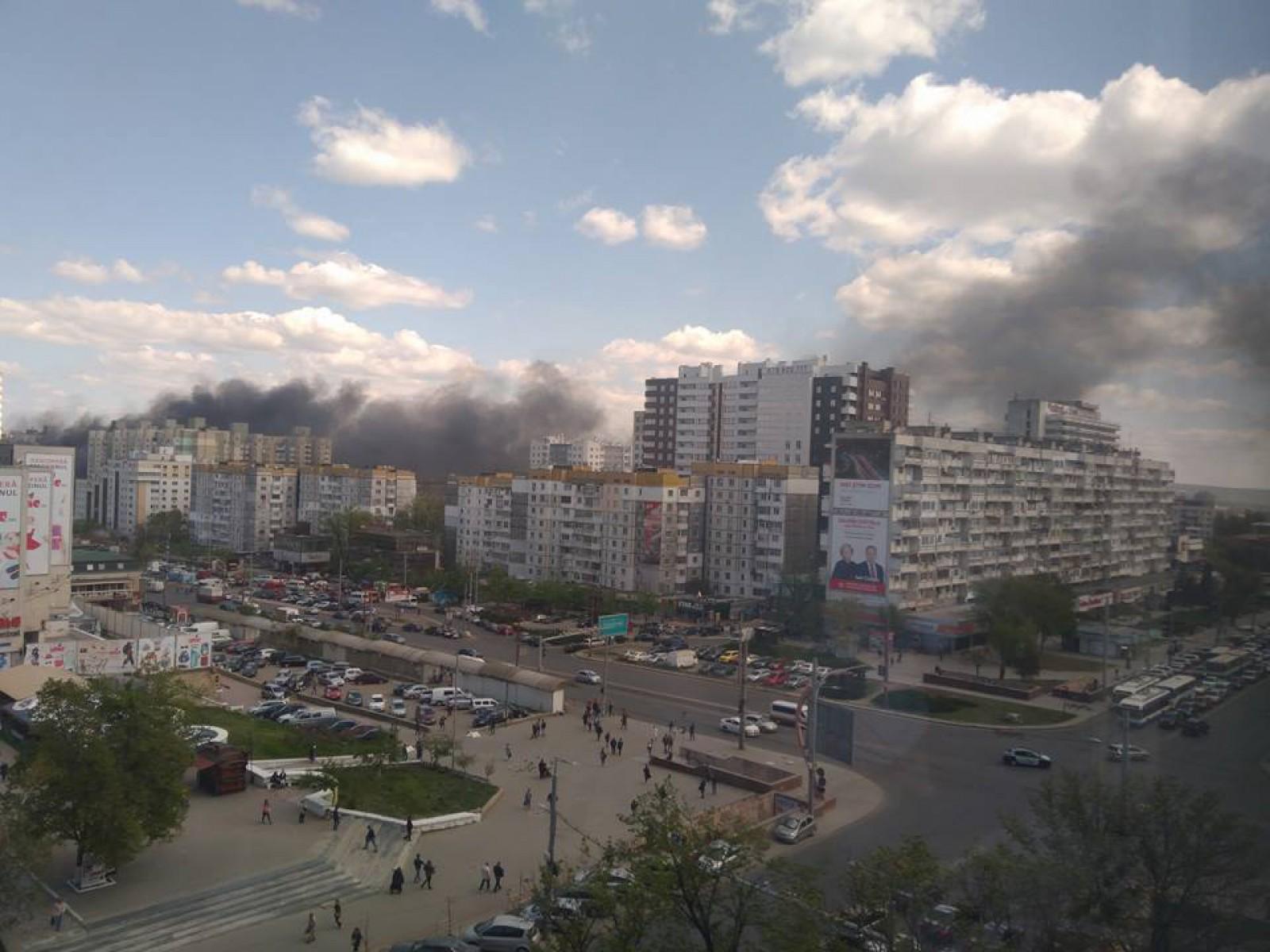 (foto/video/update) Ultima oră: Un alt incendiu de proporții pe strada Ismail. Arde un centru comercial cu cel puțin nouă etaje