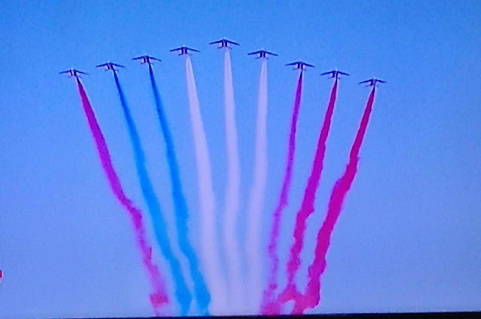 Gafă la parada de Ziua Naţională a Franţei. În timpul demonstrației aeriene un avion a stricat imaginea tricolorului francez