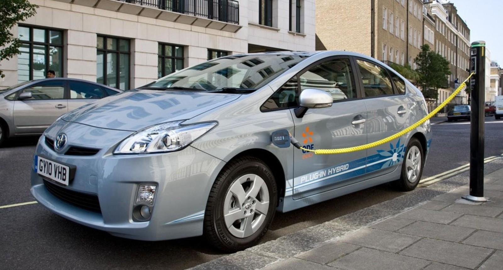 Guvernul nu susţine ideea reducerii cu 50% a taxei de drum pentru maşinile hibride. Motivele
