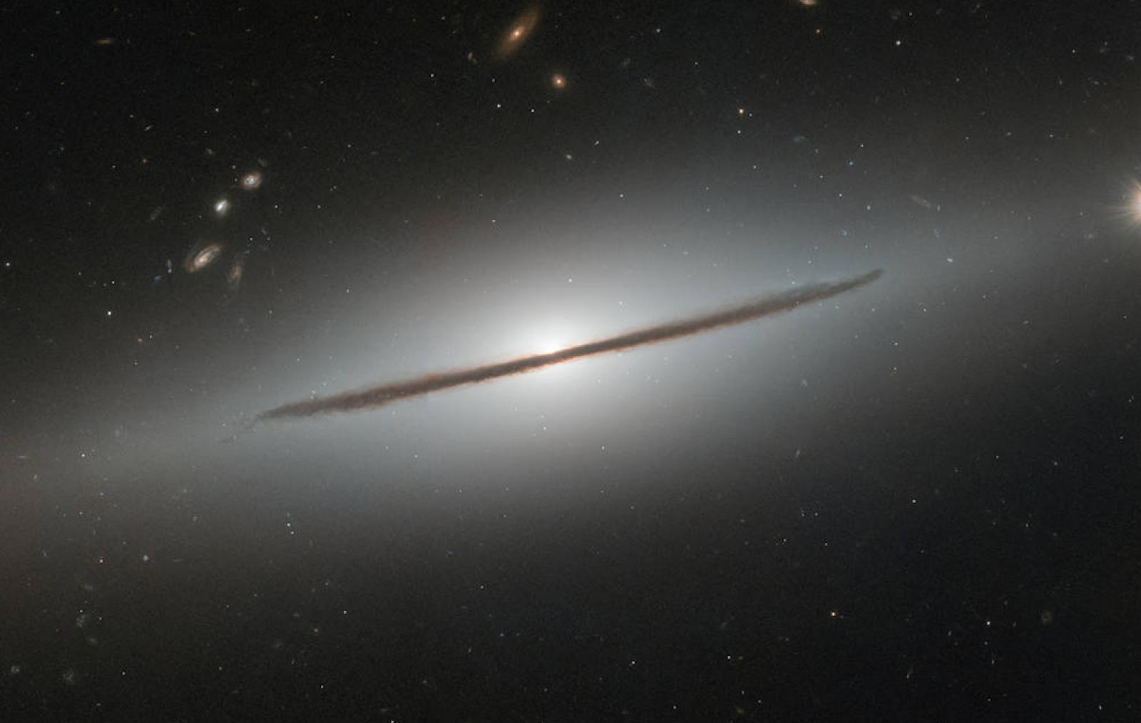 Imaginea zile de la NASA: Galaxie spiralată, situată la distanța de 100 milioane de ani-lumină