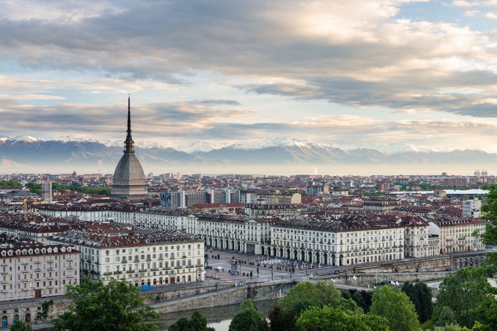 Important pentru moldovenii din Torino: Consulatul Republicii Moldova vine să ofere servicii consulare
