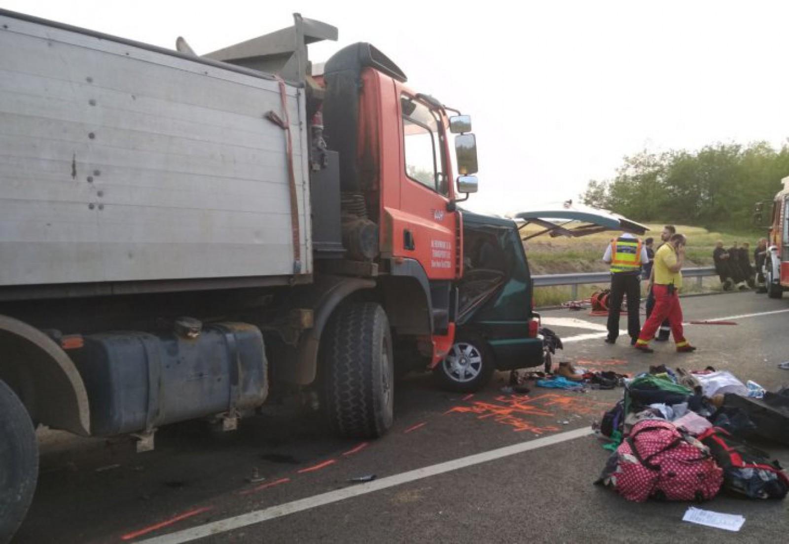 """(video) INP vine cu un avertisment pentru șoferi în contextul accidentul din Ungaria unde au murit nouă români: """"Telefonul mobil - pericol la volan"""""""
