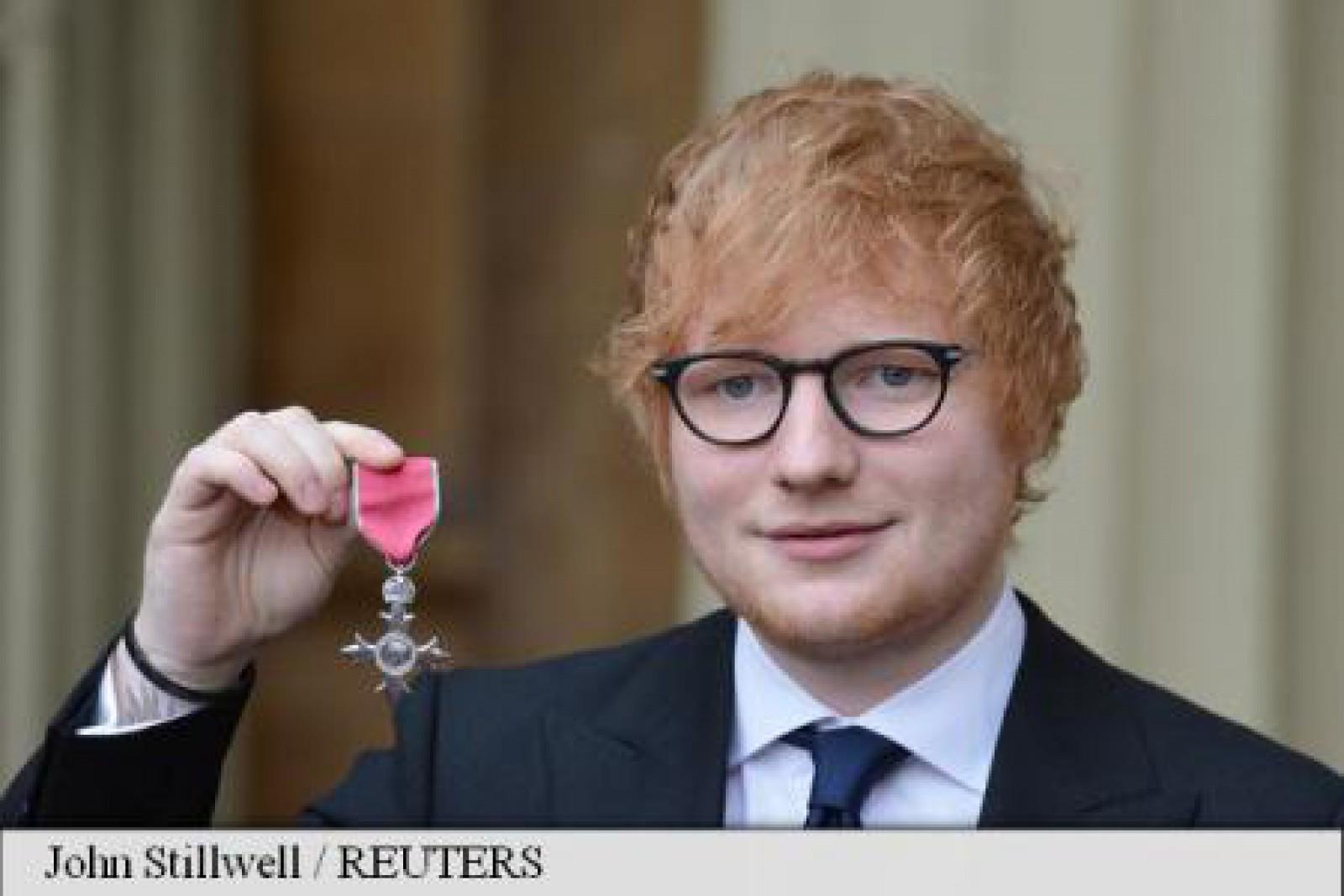 Interpretul Ed Sheeran a fost premiat de prințul Charles la Palatul Buckingham