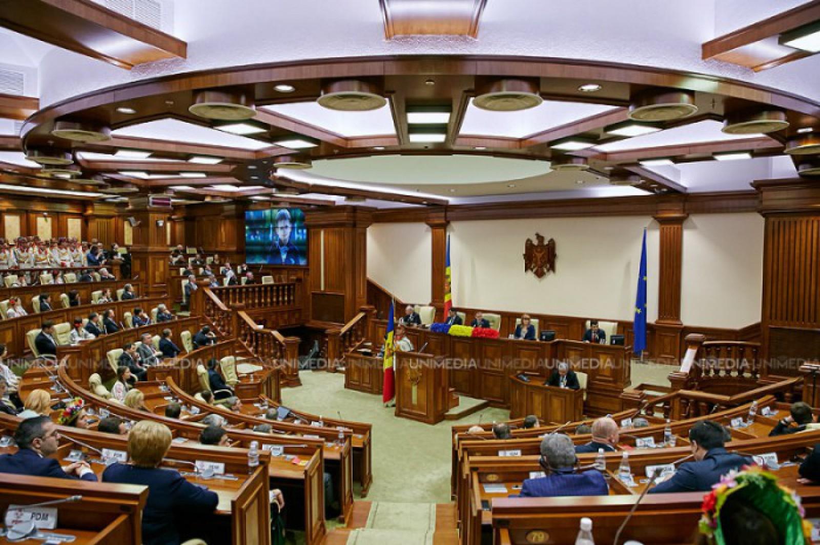 Iurie Țap și Elena Bodnarenco, cei mai activi parlamentari ai anului 2017: Câte întrebări și interpelări au adresat instituțiilor statului