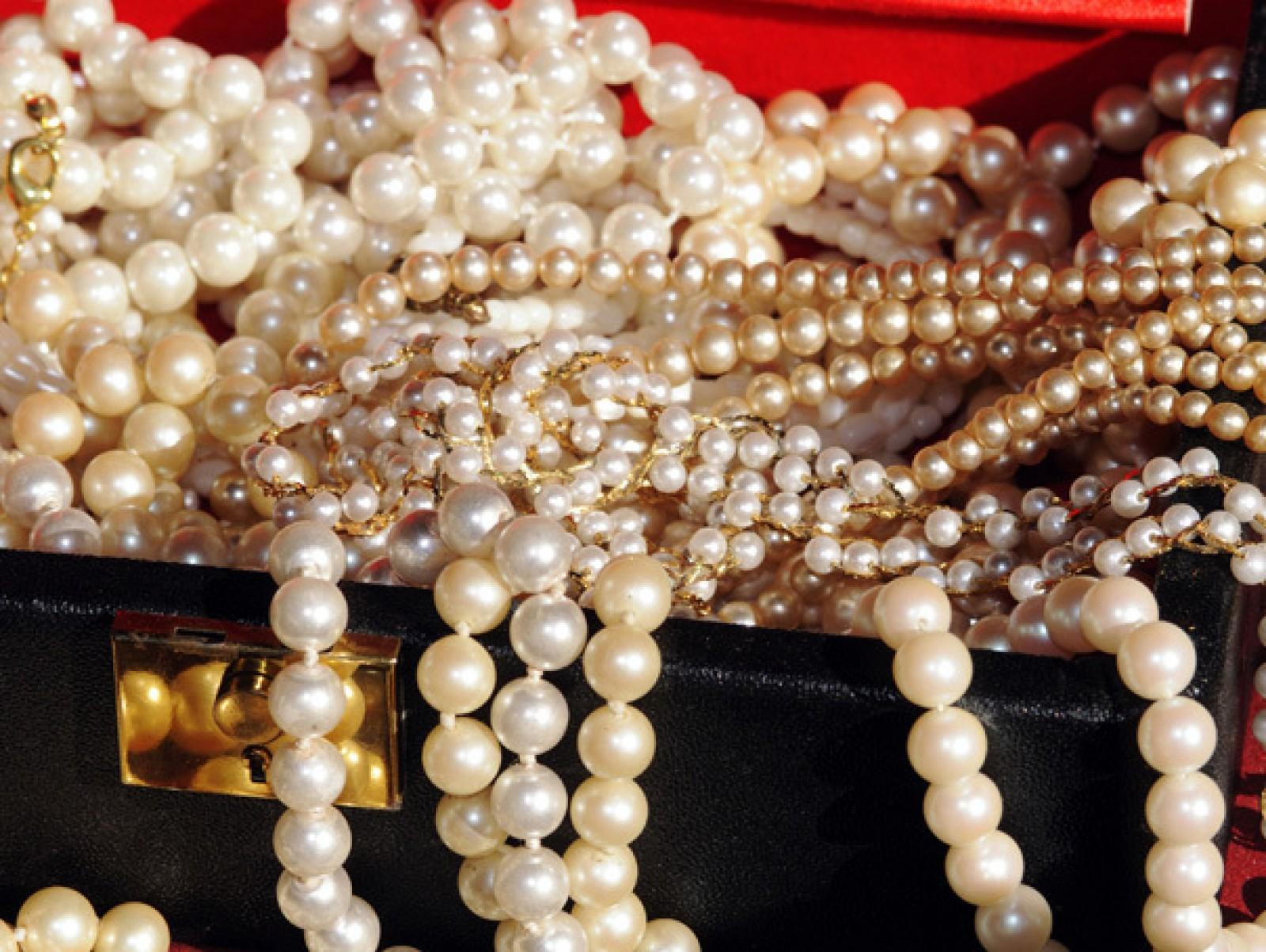 Jaf de milioane de euro în Paris. Cinci persoane înarmate au furat bijuterii dintr-un magazin aflat într-un hotel
