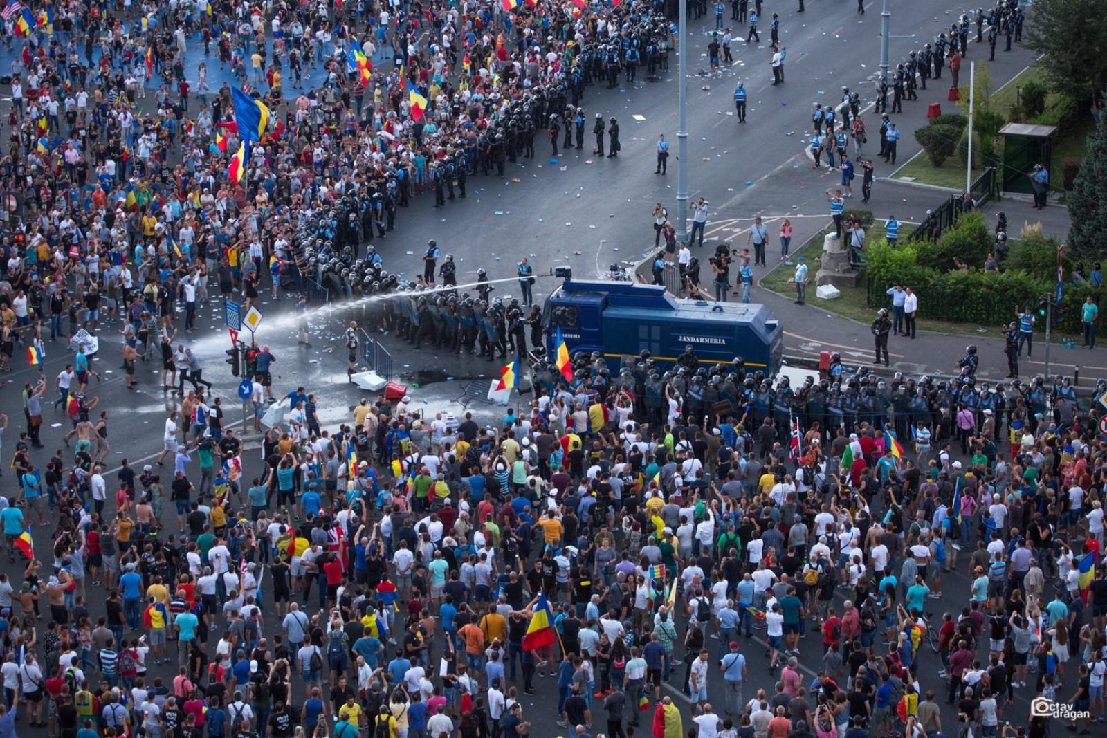 Klaus Iohannis a cerut Procuraturii din București să clarifice modul în care Jandarmeria a intervenit la protestele de ieri