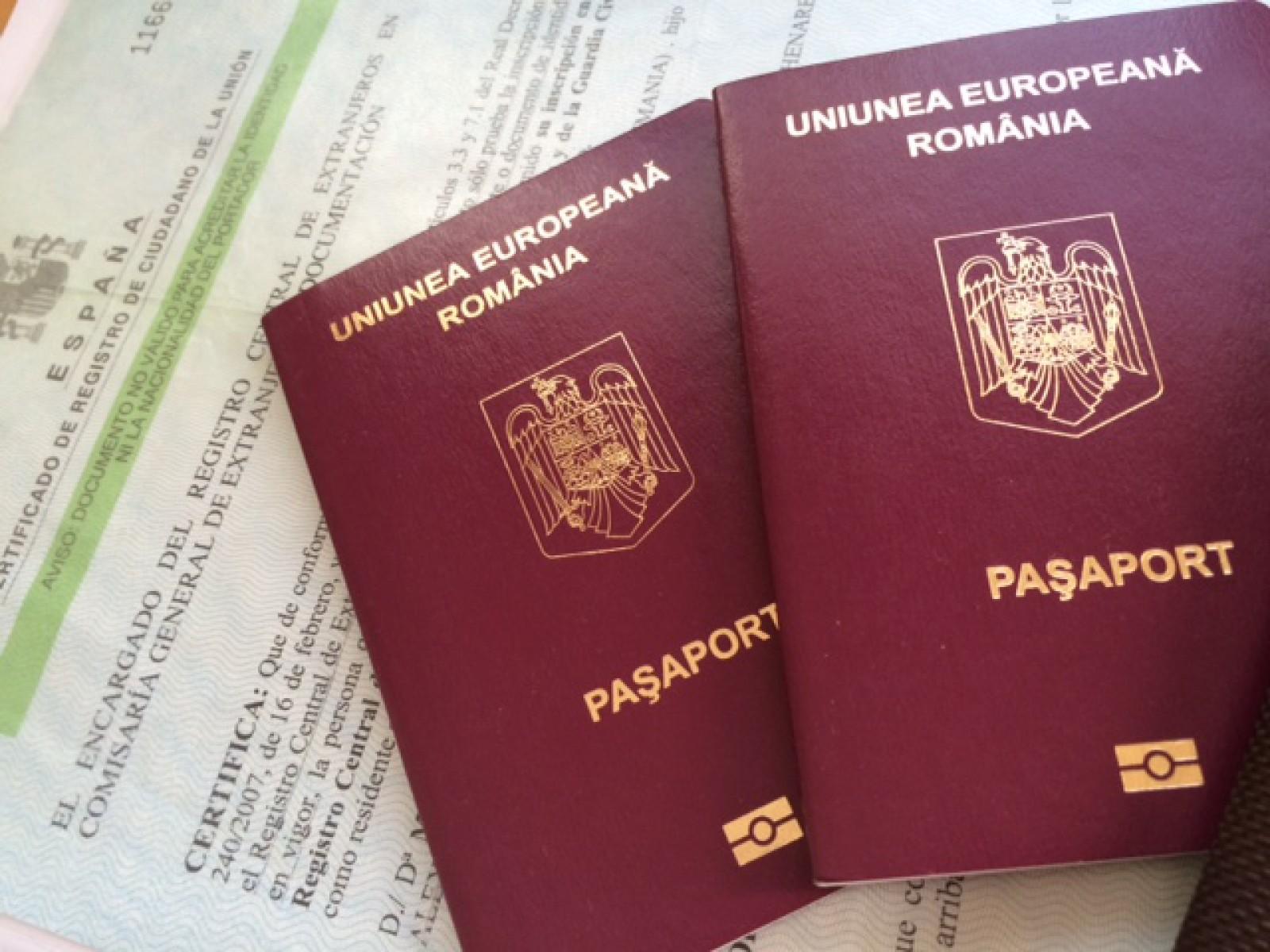 Legea care extinde valabilitatea paşapoartelor românești la 10 ani, promulgată de președintele Iohannis, intră în vigoare