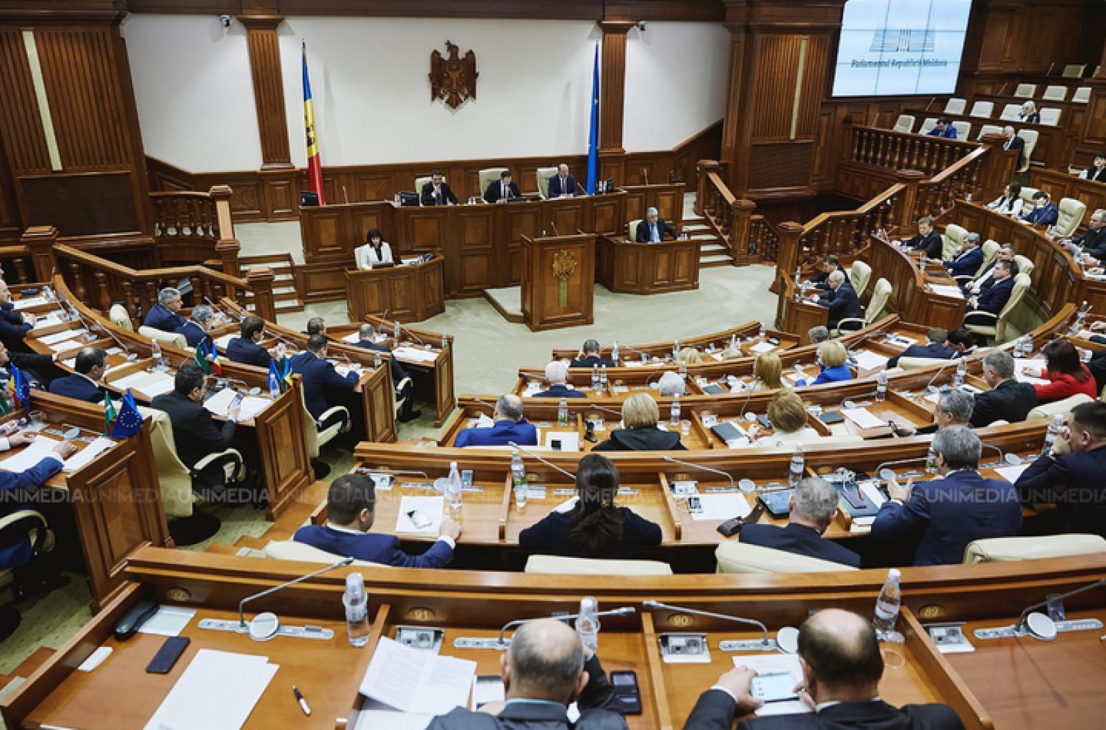 (video/update) Ședința Parlamentului: Majoritatea parlamentară a votat proiectul de hotărâre care-și propune să revizuiască legislația electorală, după invalidarea alegerilor din Chișinău
