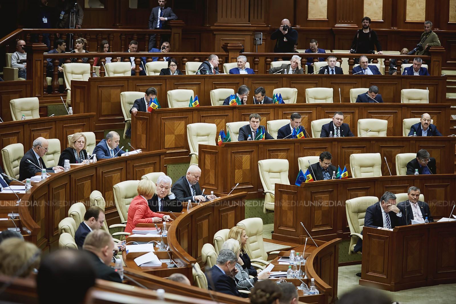 (video/update) Ședința Parlamentului: Deputații din PCRM au părăsit plenul în semn de protest față de Proiectul de lege privind modificarea Codului Audiovizualului