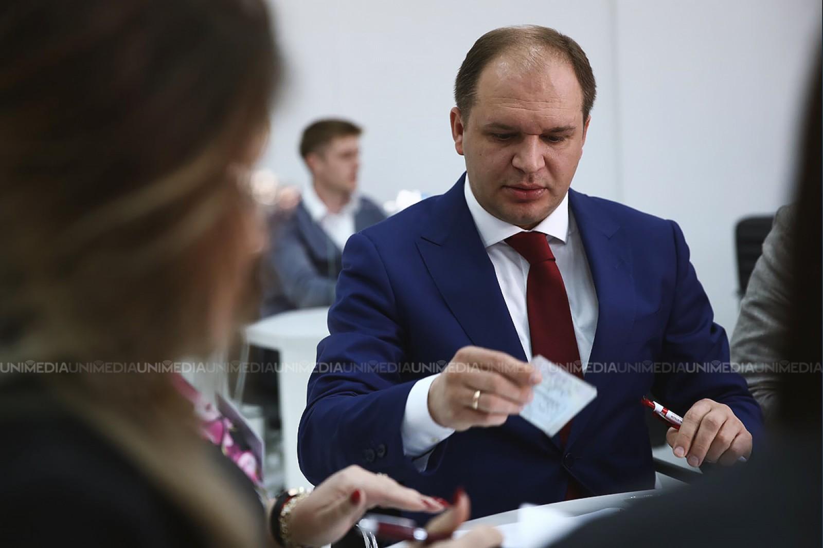 (video/foto) Candidatul PSRM, Ion Ceban a depus actele pentru a fi înregistrat la funcția de primar al capitalei