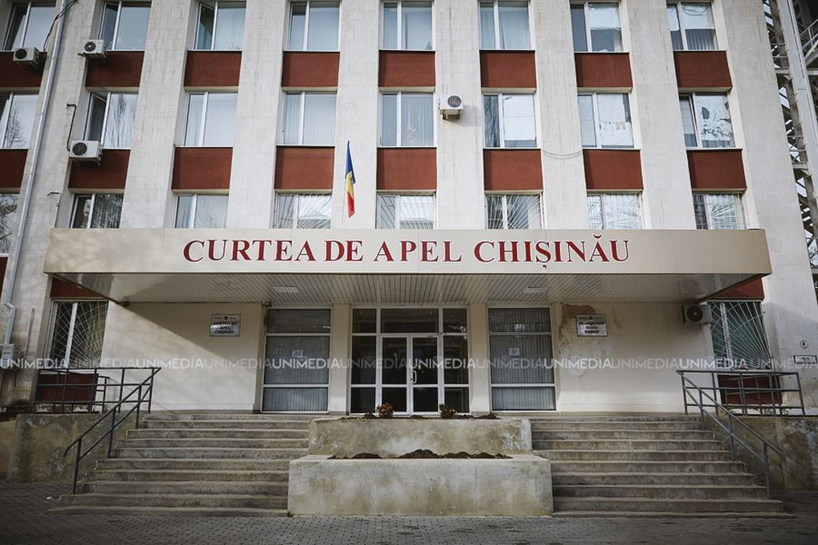 (video) Protest la Curtea de Apel: Zeci de oameni cer validarea mandatului lui Andrei Năstase