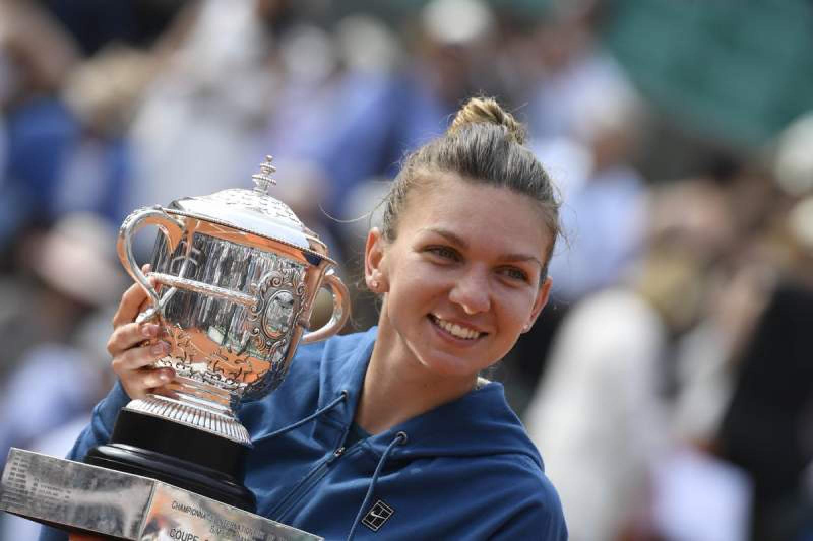 (video) Simona Halep a sosit în România cu trofeul de la Roland Garros