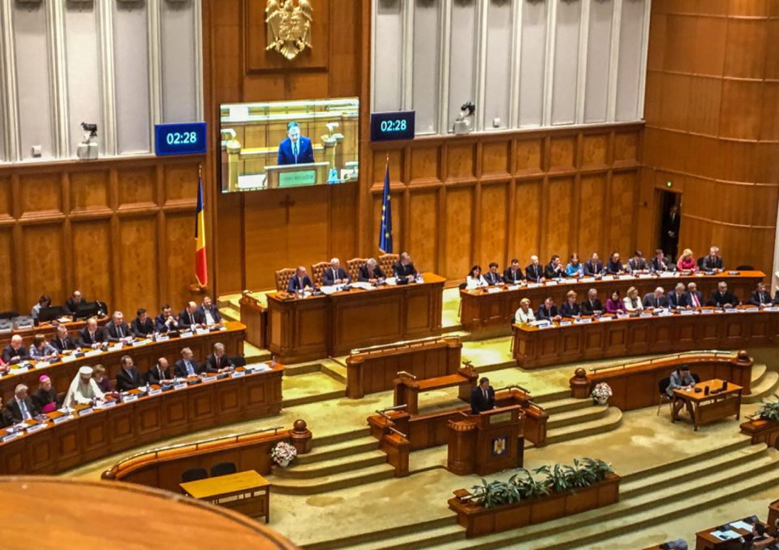 """(video/update) """"Declaraţia solemnă pentru celebrarea unirii Basarabiei cu Ţara Mamă"""", votată simbolic în Parlamentul României. UDMR s-a abținut la vot"""