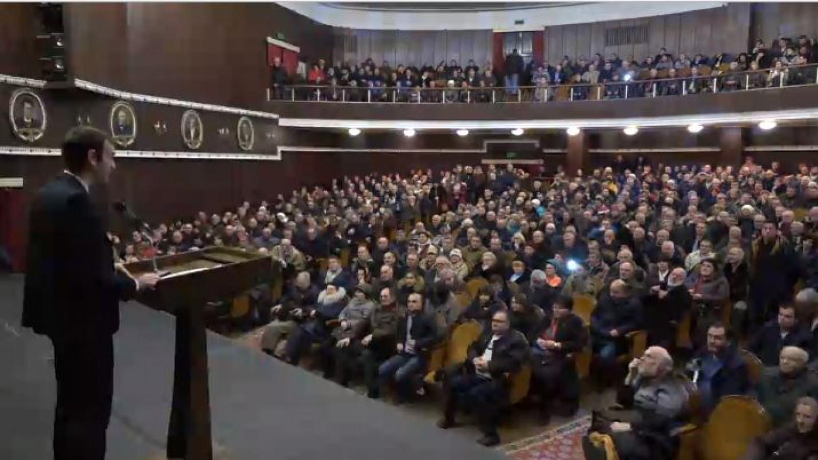 (video/update) Câteva sute de cetățeni, prezenți la organizarea grupului de inițiativă privind organizarea referendumului Anti-mixt
