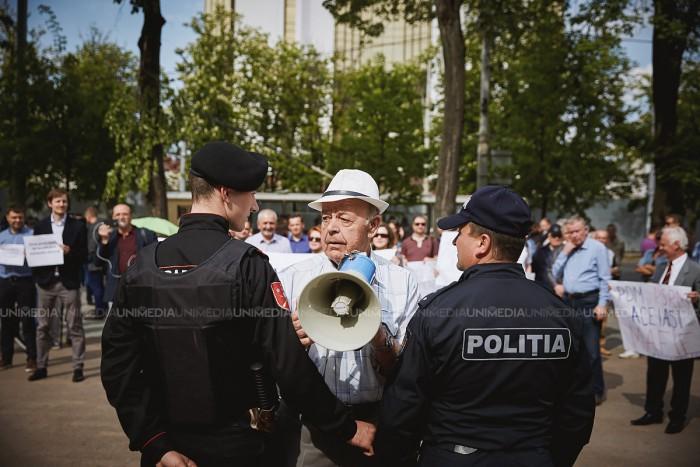 Măsuri de sporire a protecției persoanelor aflate în custodia Poliţiei. Guvernul a votat un plan de acțiuni privind reducerea relelor tratamente, abuzului şi discriminării