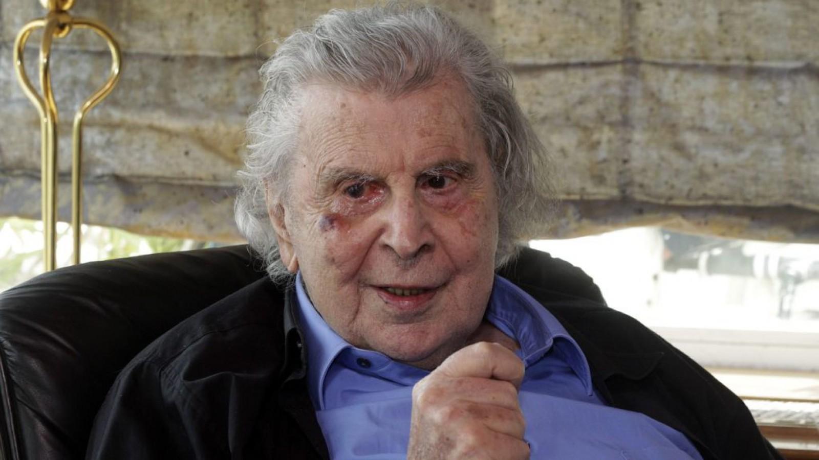 """Mikis Theodorakis, compozitorul coloanei sonore """"Zorba grecul"""", spitalizat după un infarct"""