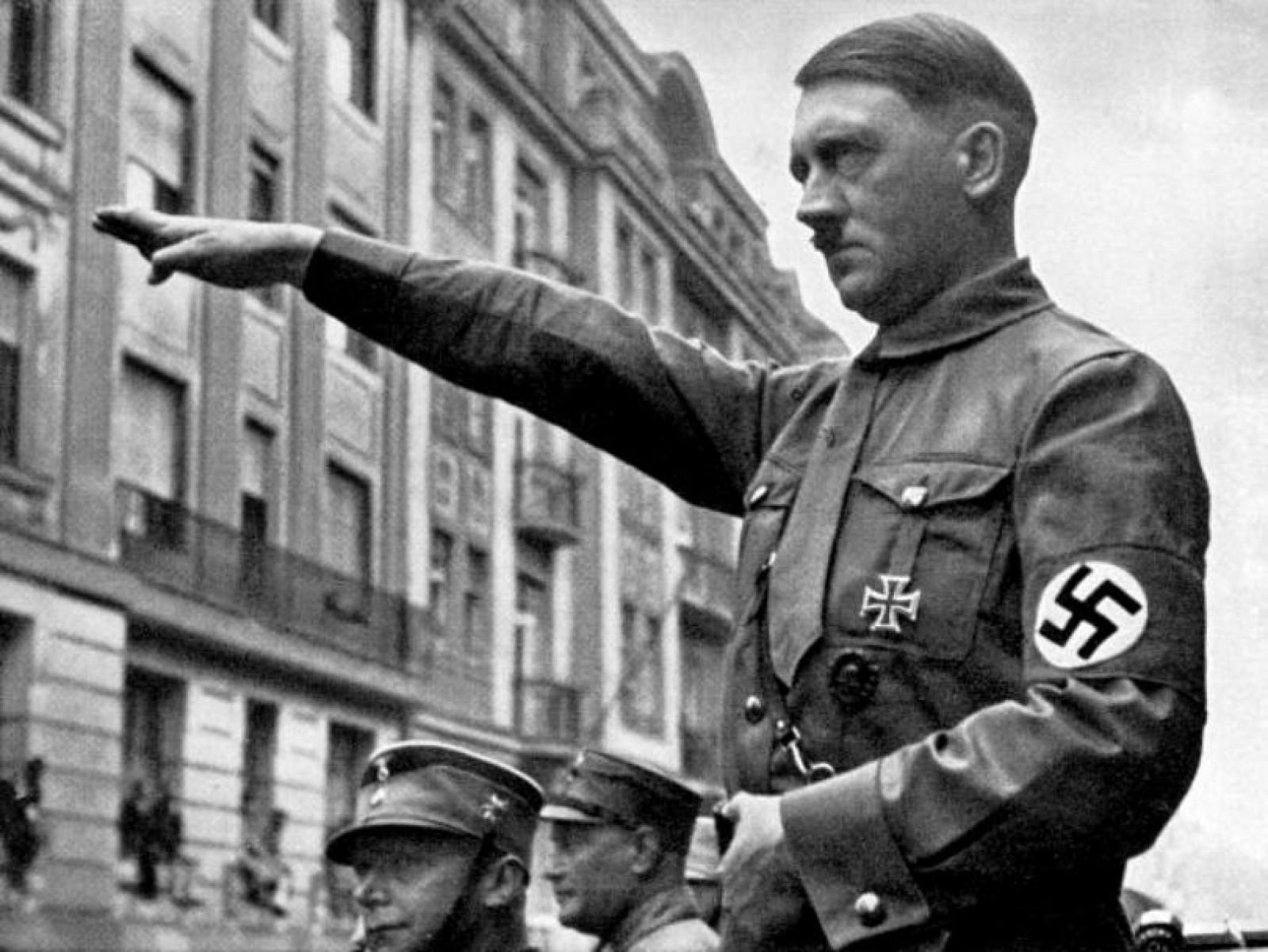 Misterul morții lui Hitler: A luat o doză de cianură și și-a tras un glonț în cap. Cercetătorii au dovedit că a murit în 1945