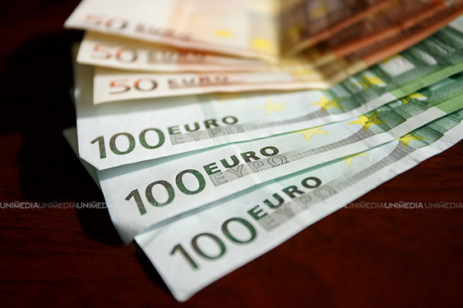Mold-street: Deficitul balanţei comerciale a depăşit 1,1 miliarde dolari în cinci luni