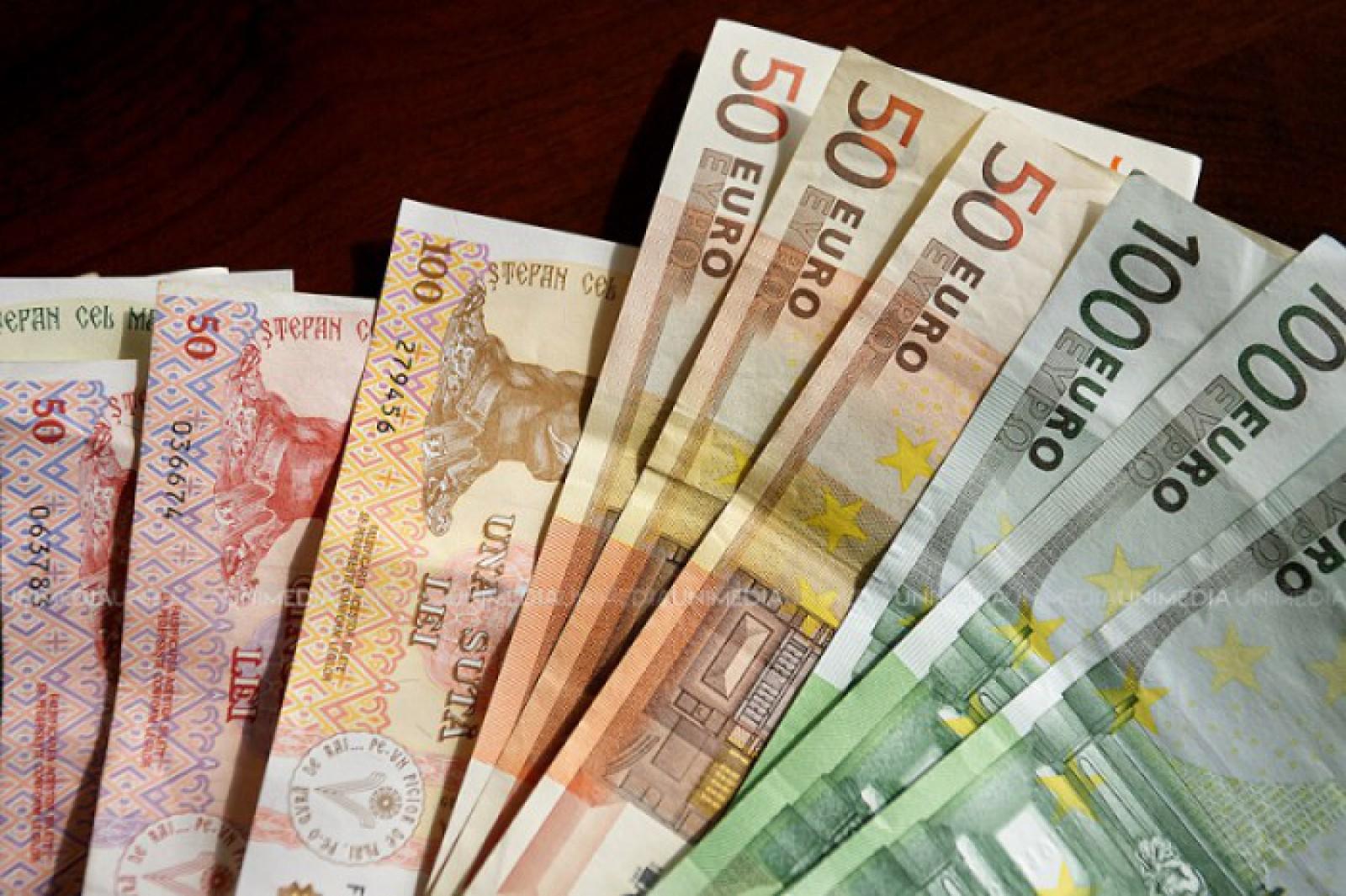 Mold-street: Lichiditatea excesivă în sistemul bancar, un potenţial risc de instabilitate pentru economie