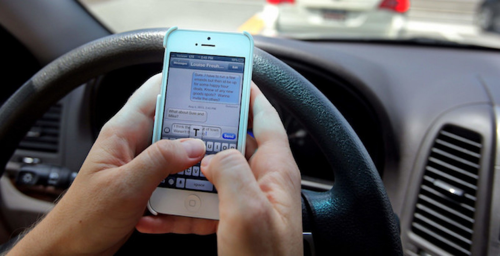 Se pregătesc noi amenzi pentru şoferii din Republica Moldova, care nu pot lăsa telefonul din mână la volan