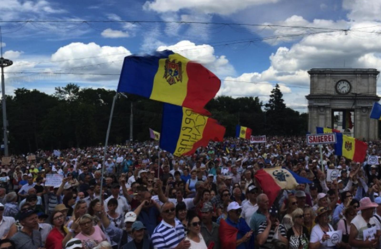 Moldovenii din Parma, la protest: Sunt solidari cu miile de manifestanți din capitală