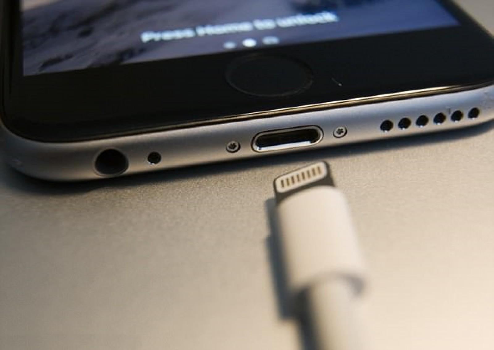 Noi reguli aplicabile pe teritoriul Uniunii Europene ar putea constrânge Apple să renunţe la conectorul Lightning