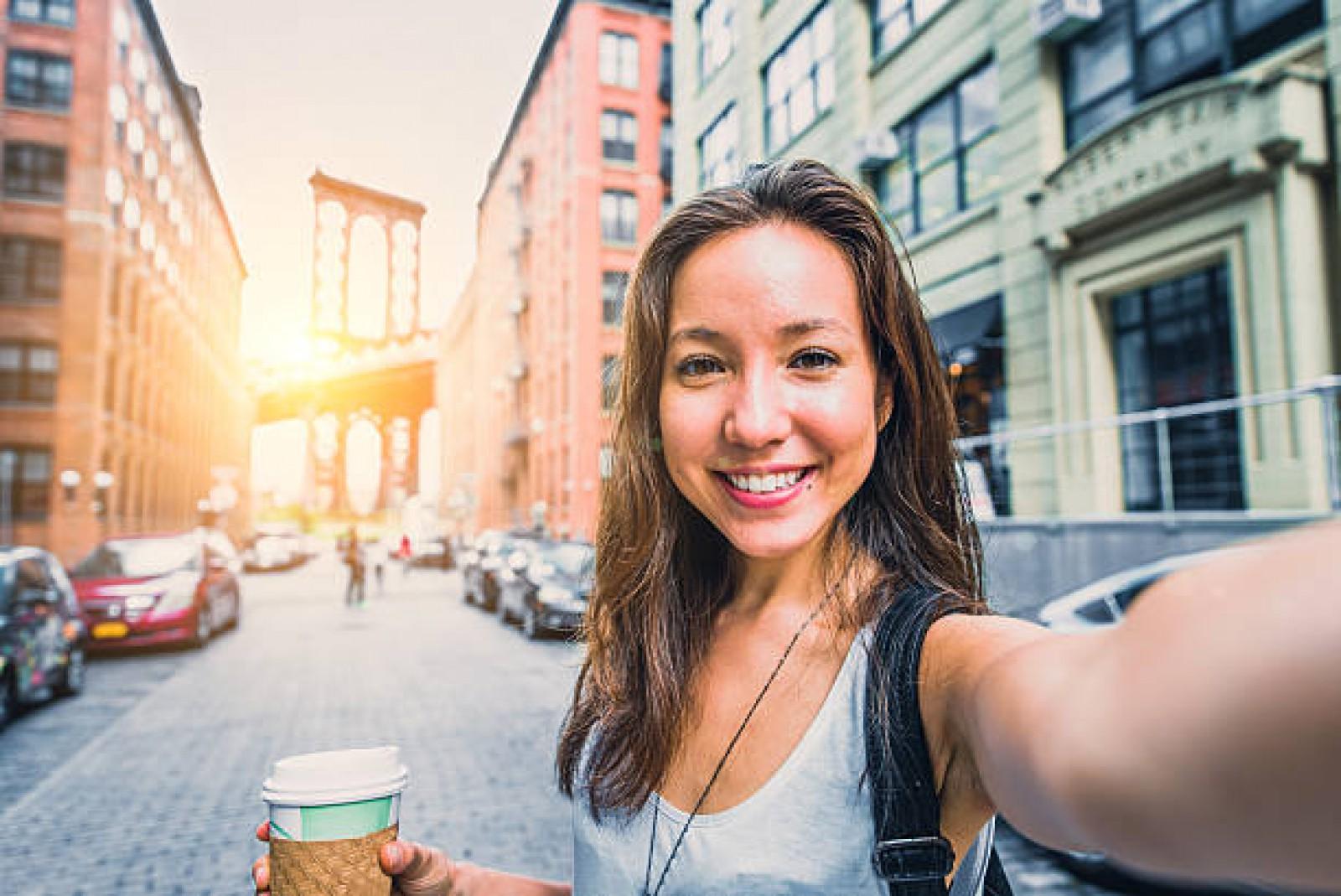 Nu, nasul tău nu e (chiar) atât de mare, doar că aşa apare în selfie-uri. Tehnici pentru o fotografie reușită