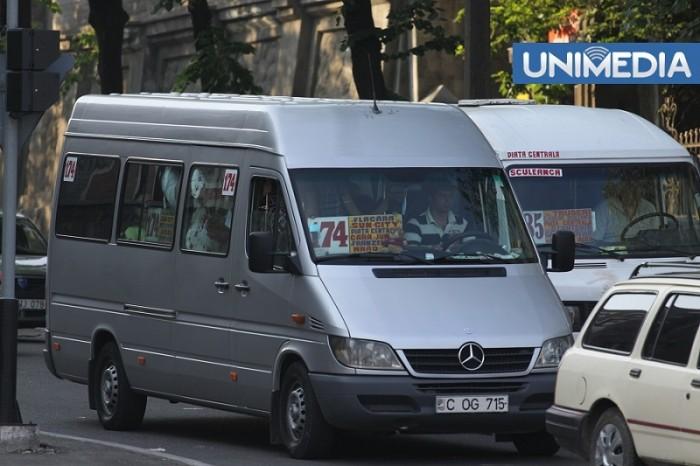 O nouă amânare: Microbuzele vor circula conform vechilor itinerare până pe 1 octombrie