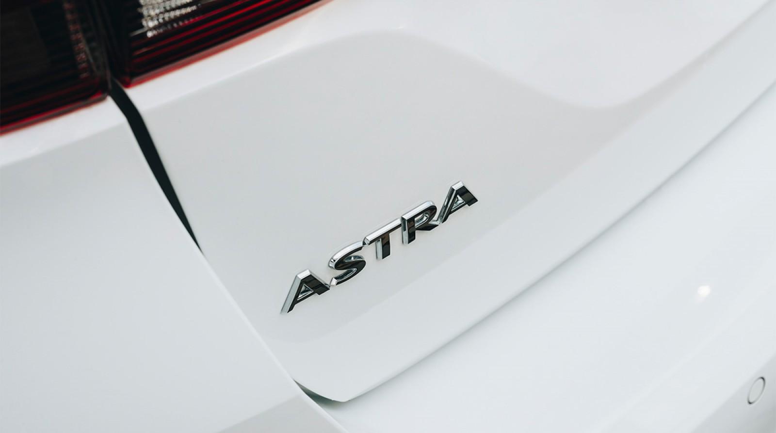Opel Astra facelift se pregăteşte de lansare. Primele imagini teaser oficiale