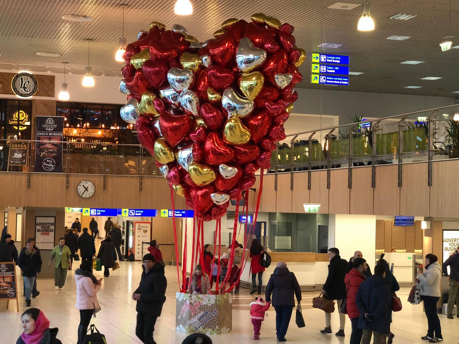 Pe aripile iubirii la Aeroportul Internațional Chișinău
