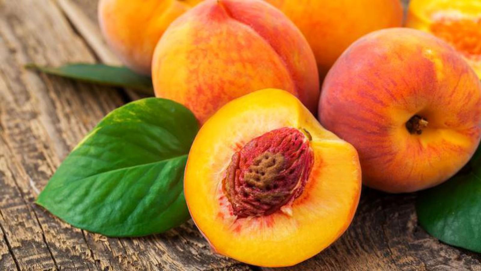 Piersicile sau fructele longevității: 10 beneficii surprinzătoare ale acestor fructe