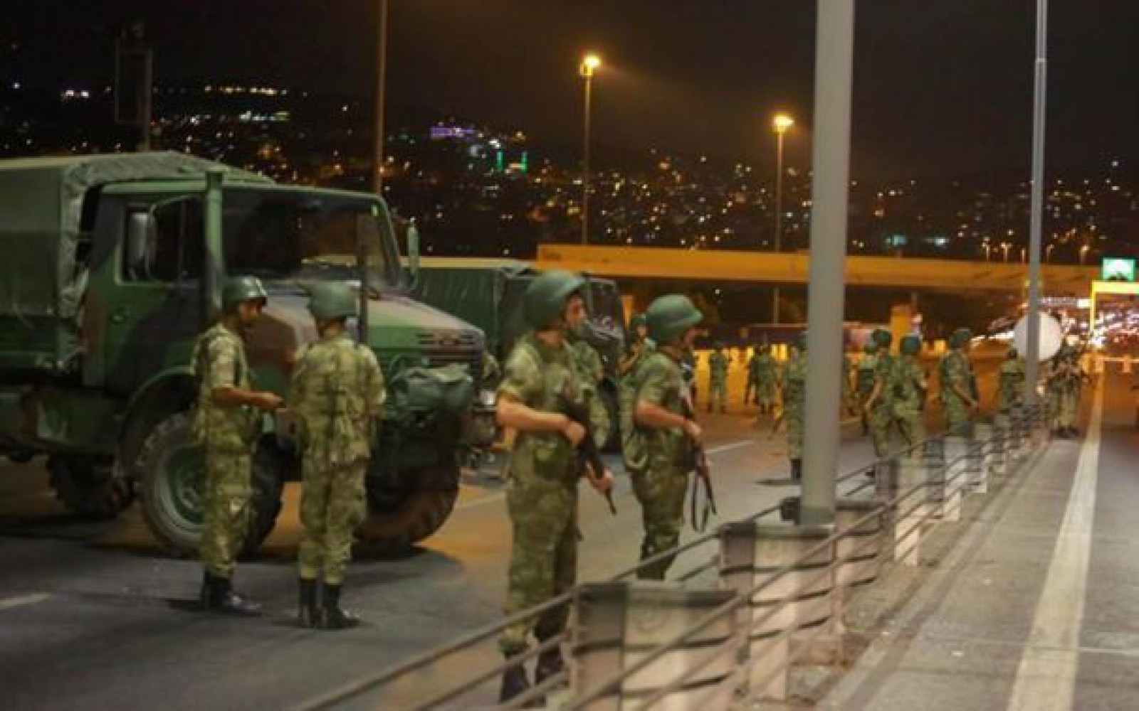 Poliţia turcă a reţinut 31 de persoane suspectate de legături cu organizaţia Stat Islamic