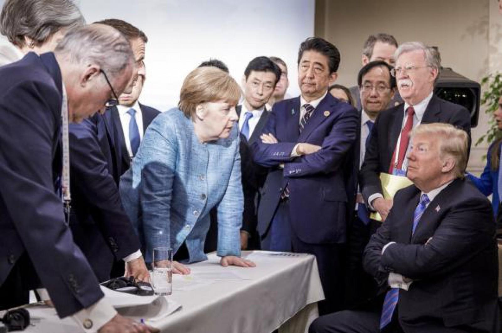 """Poza care a intrat în istorie. Semnificațiile ascunse ale imaginii cu Merkel și Trump, care a """"zguduit Occidentul"""""""