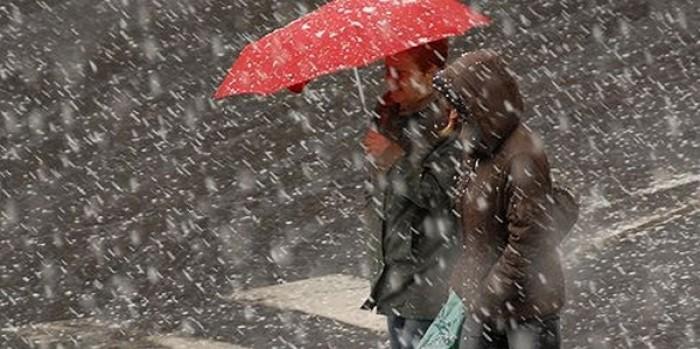 Precipitații sub formă de lapoviță și ninsoare. Cum va fi vremea în următoarele zile
