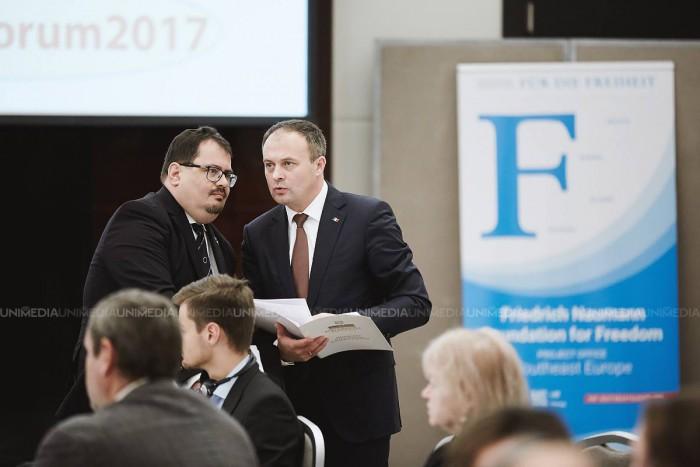 Premieră din partea Parlamentului: Diplome pentru jurnaliști, oferite de Andrian Candu la Forumul Mass-Media 2017