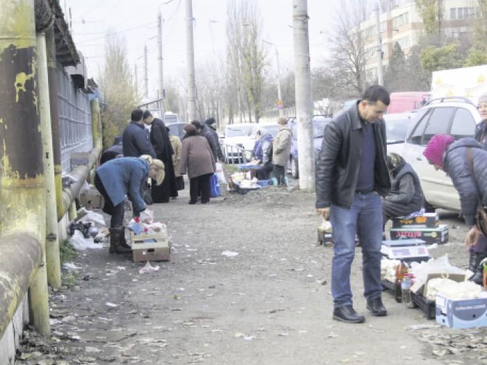 """Presa română: Basarabenii vând pe trotuar; """"Ne pregătim să sărbătorim Marea Unire, dar îi prigonim pe frații de peste Prut"""""""