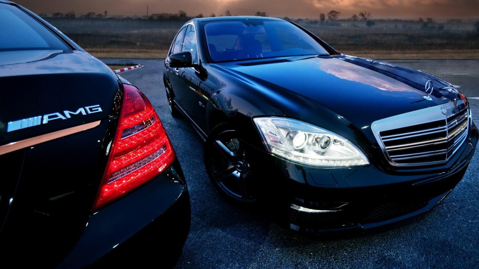 Preşedinţia Turkmenistanului a scos la vânzare 25 de Mercedes-uri şi toate sunt blindate