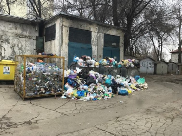 Primăria face experimente? Chirtoacă, despre mormanele de gunoi: Vedem ce se întâmplă dacă serviciile noastre îşi sistează activitatea