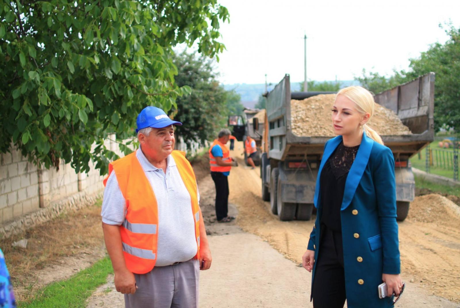 Primarul Marina Tauber a demarat lucrările de modernizare a drumului care duce spre grădinița din s. Lopatna