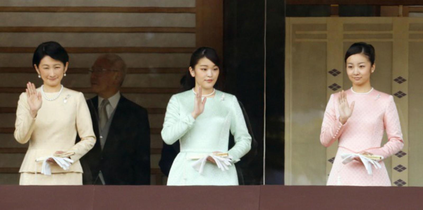 Prinţesa Mako a Japoniei, care va renunţa la titlu pentru a se căsători cu iubitul ei, amână nunta