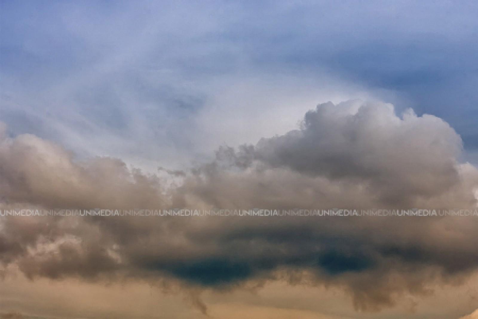 Prognoza meteo: Cer noros și maxime de până la 32 de grade. Când revin ploile
