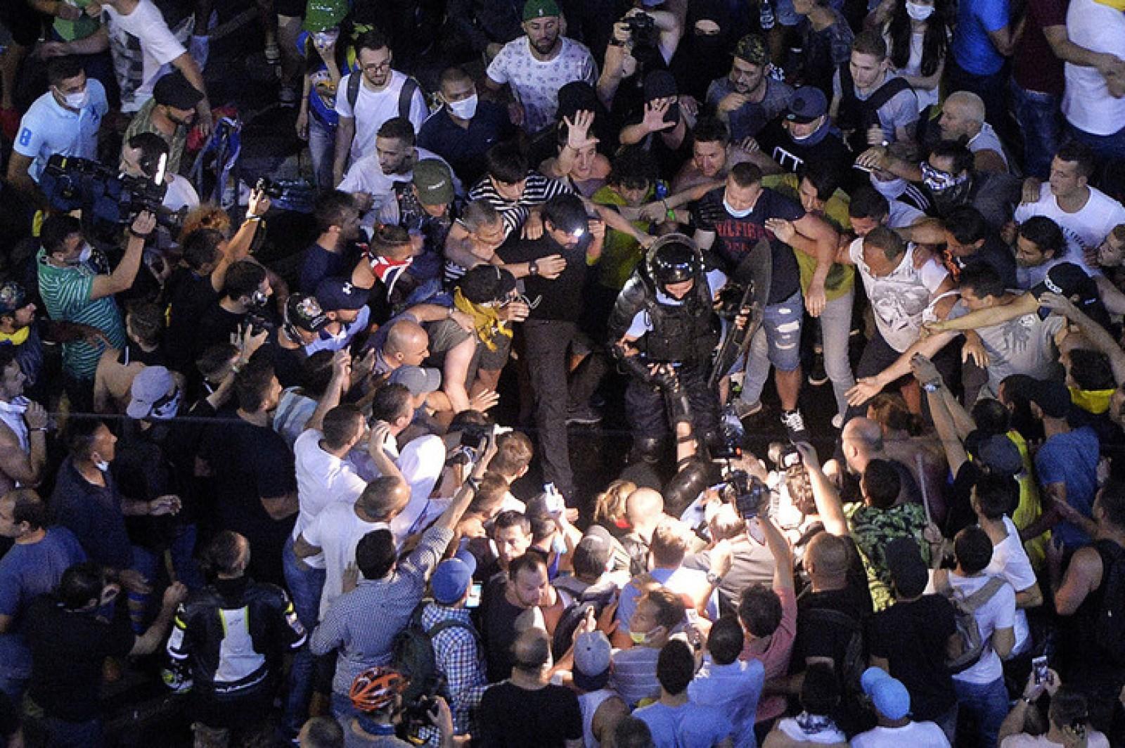 """Protest anunțat și duminică seară, în Piața Victoriei. """"Rămânem în stradă până la căderea Guvernului Dăncilă!"""""""