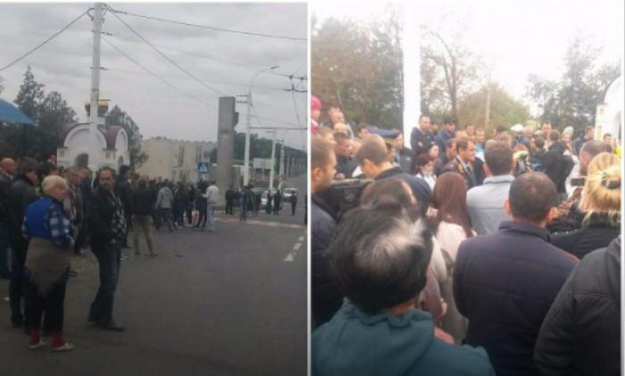 (video) Protest după accidentul tragic de lângă Tiraspol. Localnicii cer tragerea la răspundere penală a tinerei, care s-ar fi aflat la volanul Lexus-ului
