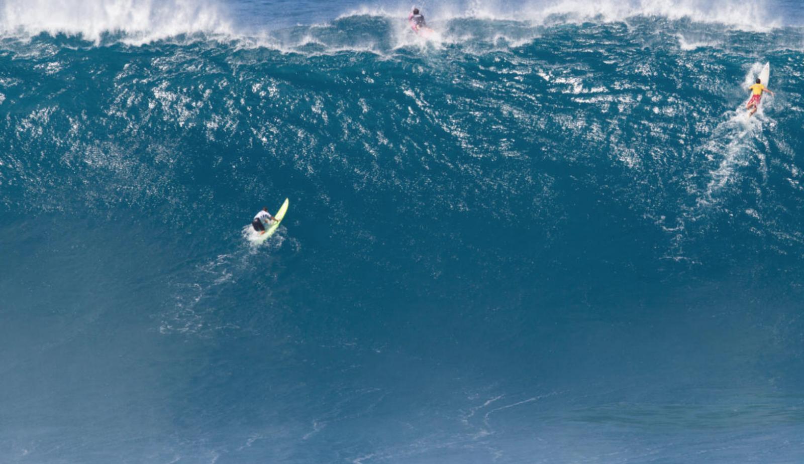 (video) Record mondial: Un brazilian a plutit pe un val înalt de 25 de metri