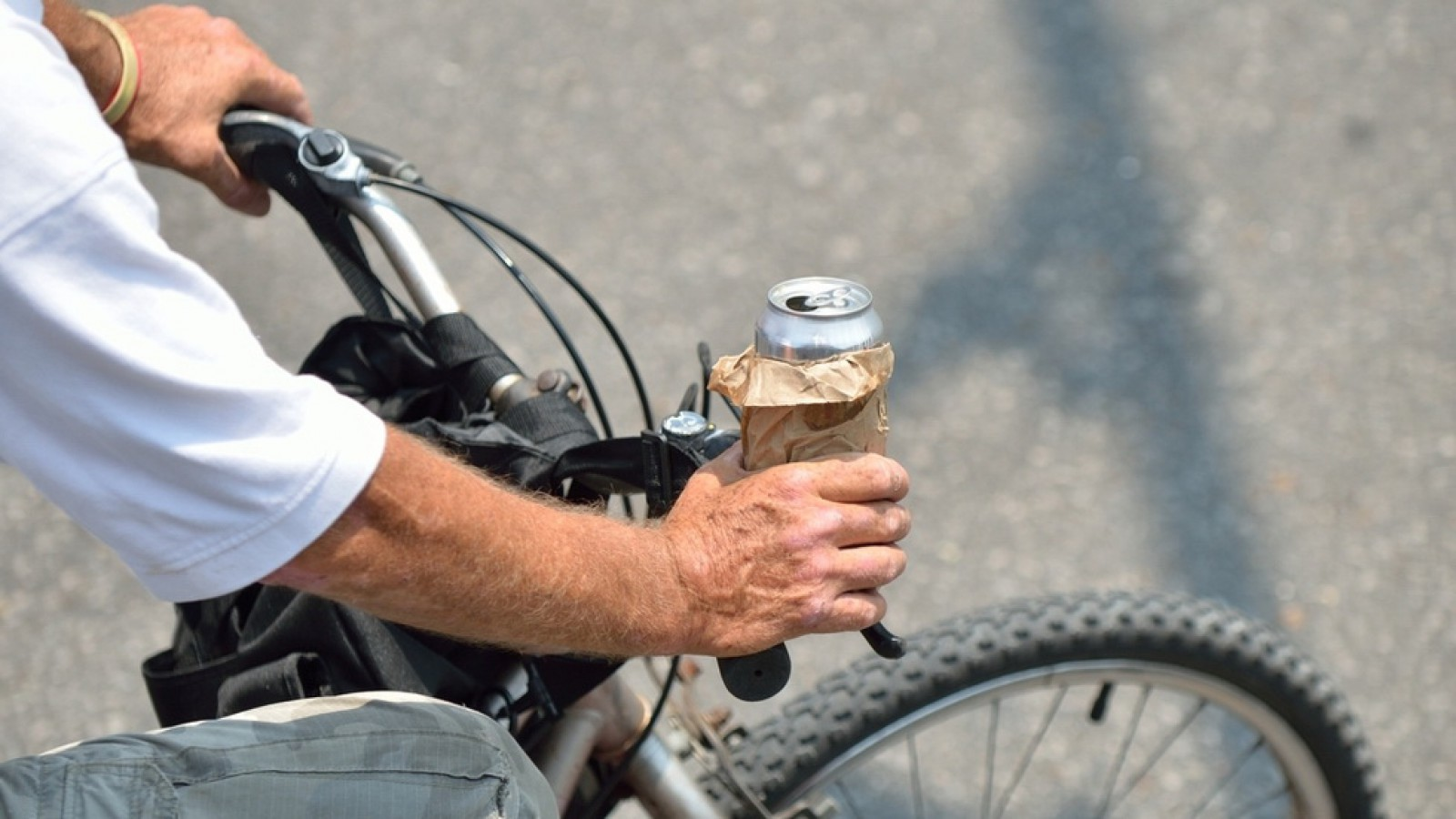 Recordul anului în România. Un biciclist, cu 4.35 mg/l alcool pur în aerul expirat